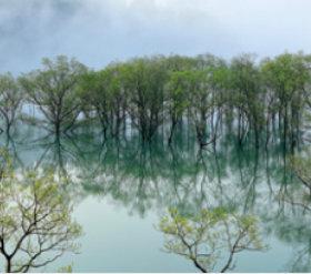 画像:9月 白川湖(山形) 日本の春秋 2018年カレンダー