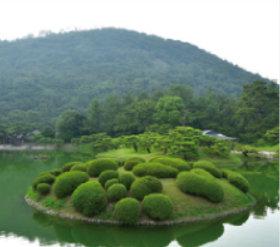 画像:8月 栗林公園(香川) 庭の詩情 2018年カレンダー