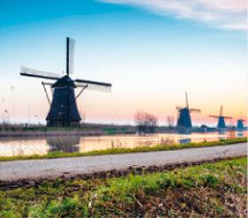 画像:4月 キンデルダイク(オランダ) ファンタジーワールド(A) 2018年カレンダー