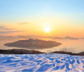 画像:北海道 屈斜路湖の朝日 日本の朝 2019年カレンダー