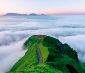 画像:熊本県 阿蘇外輪山 日本の朝 2019年カレンダー