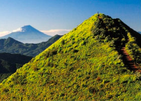 画像:松尾治撮影「飯盛山と富士」 富士の四季 2019年カレンダー