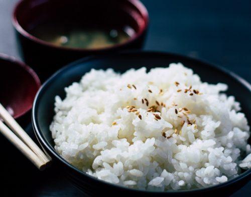 お米OKの糖質制限?混ぜるだけで炭水化物の量を抑えられる食材とは