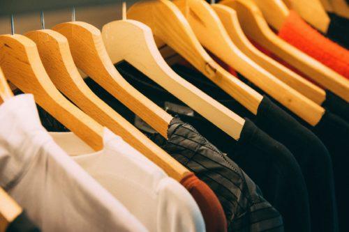衣替えや服の整理に!一工夫で洋服の収納をらくらく&きれいにするワザまとめ