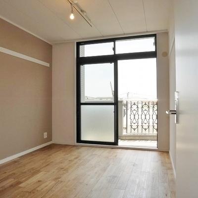 LDK横の6帖洋室:南向きなので日当たり良好☆(写真別室)