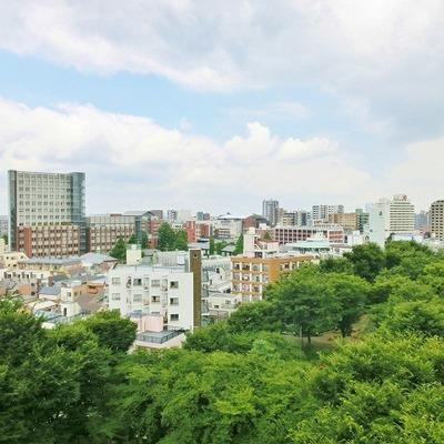 都会の空に何を想う