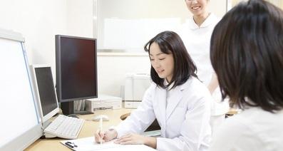 腹痛 カンジダ 性病は女性にも!症状はおりものの変化、腹痛、性器の周りに注意