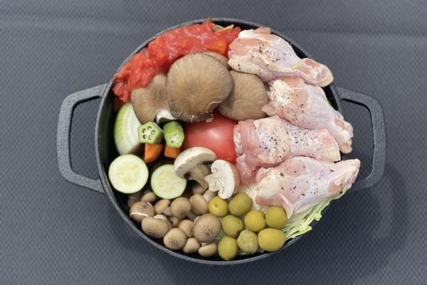 【要予約】泉州野菜と備中高原鶏のオリーブトマト煮込み 〆パスタ