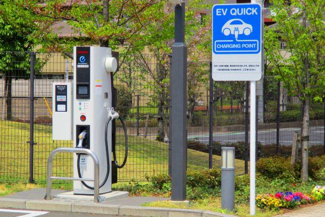 EV電気自動車用の充電スポット
