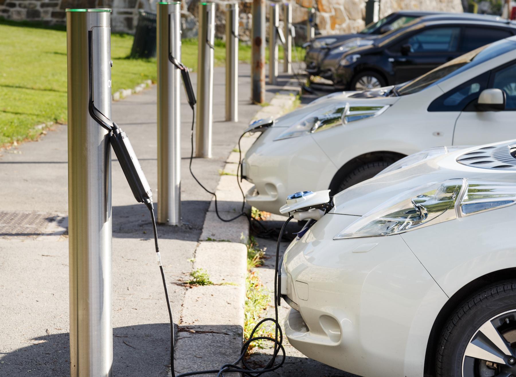 電気自動車の充電スポット