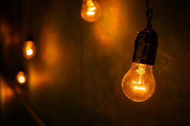 暗闇で光る豆電球