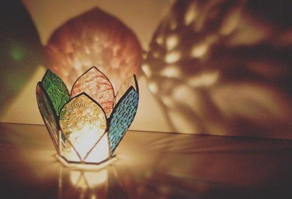 ハンドメイドしたキャンドルホルダーによる幻想的な光