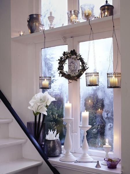窓際を飾るキャンドル
