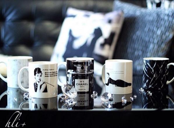 カフェにおいてあるような絵が描かれているマグカップ