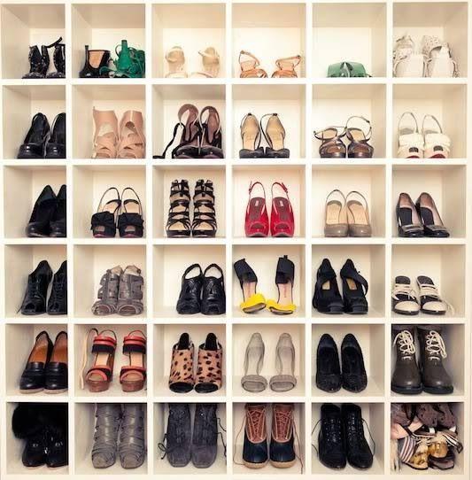 靴箱に整理整頓された婦人靴