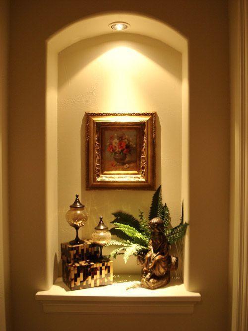 照明付きの玄関のニッチ