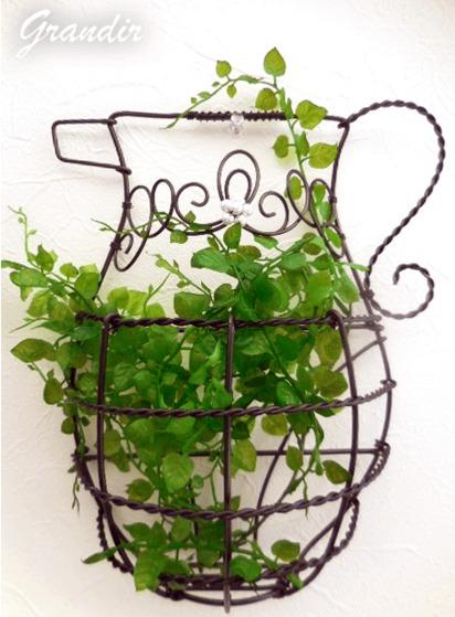 ワイヤークラフトを鉢植え代わりにするガーデニング手法
