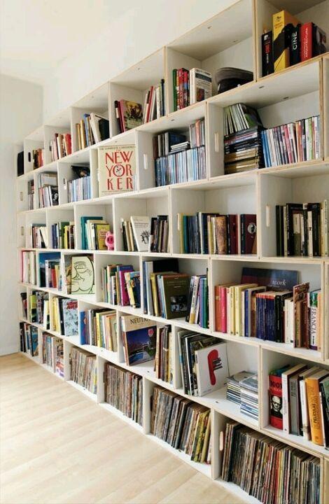 カラーボックスリメイクの王道である本棚