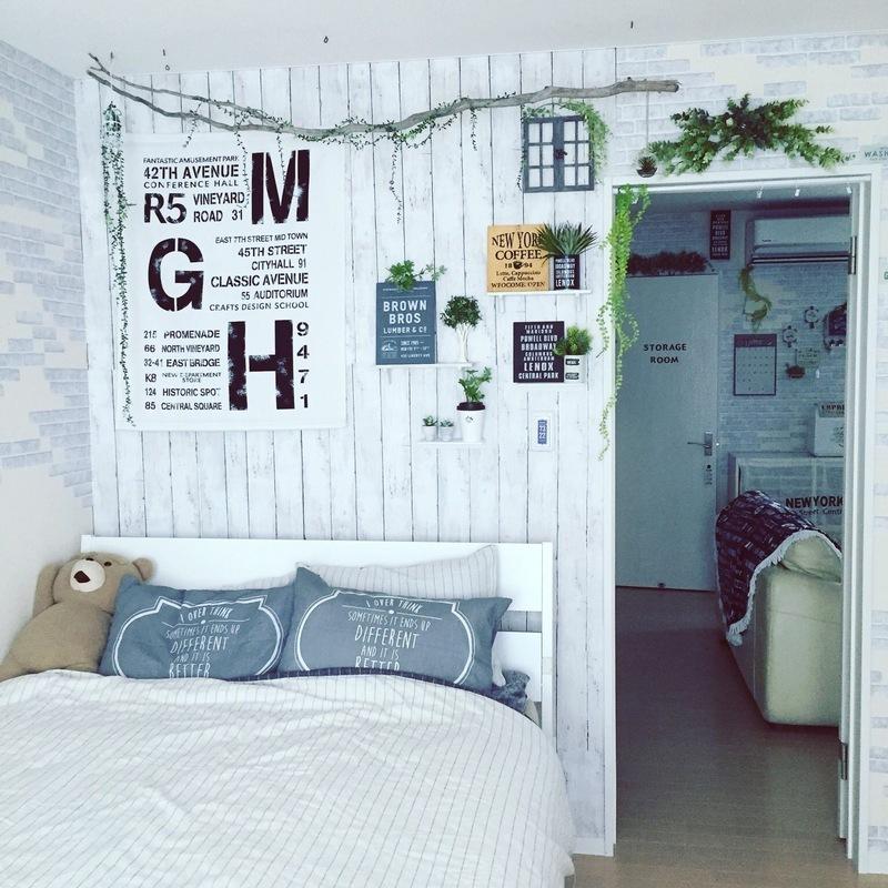 寝室の壁面は流木を使ってナチュラルな西海岸風をイメージ♪