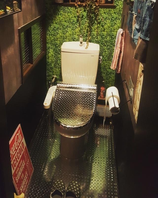 鉄板風シートでリメイクしたトイレ