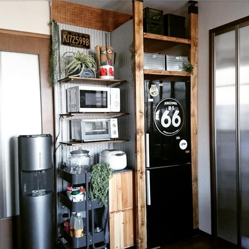 冷蔵庫周りの収納にラブリコ棚