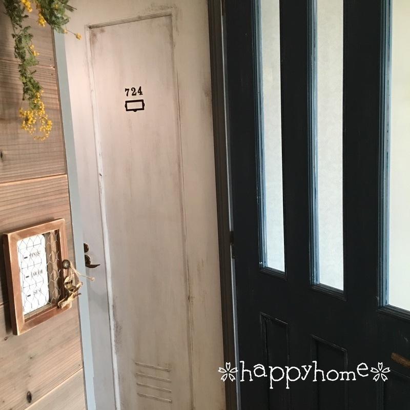 ロッカーの雰囲気を演出したドア