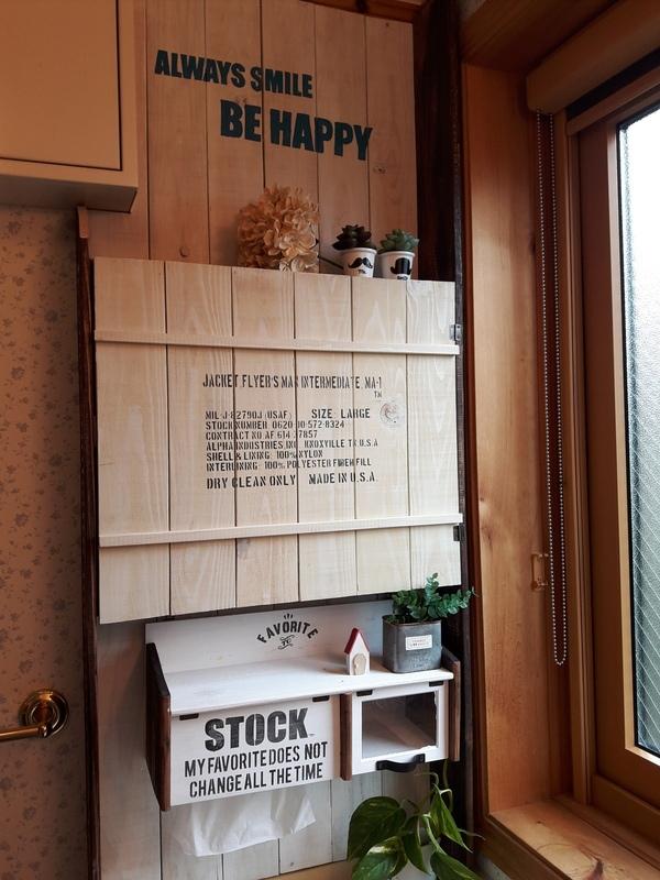 洗面所の鏡付き壁面収納棚