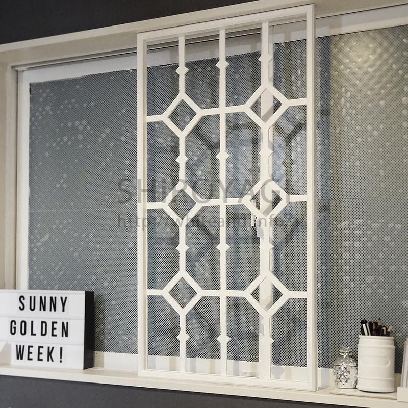 アイアンフェンス風窓枠