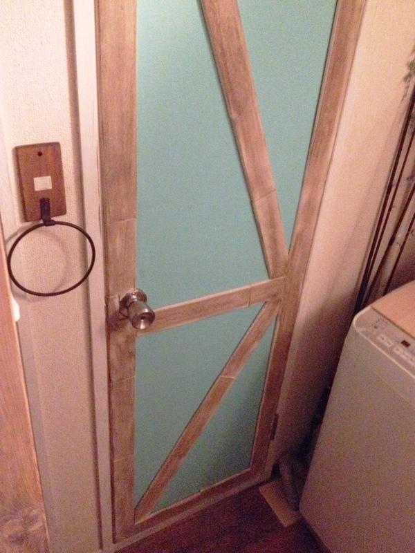 トイレのドアをすのこでDIY