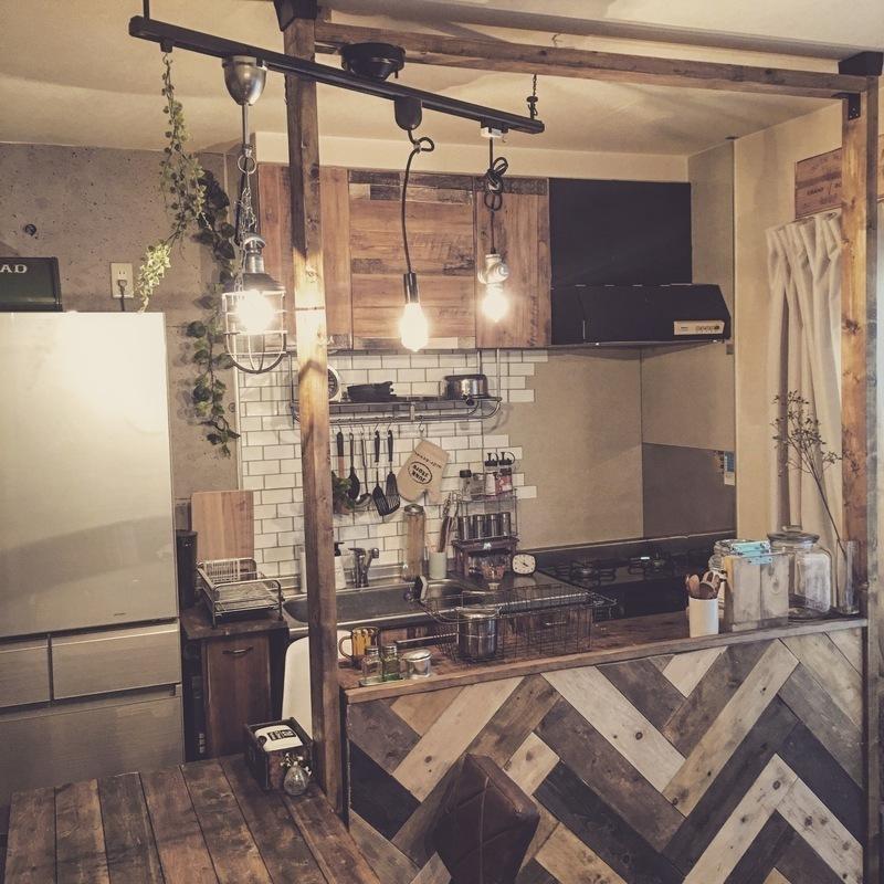 ヘリンボーン柄のキッチンカウンター