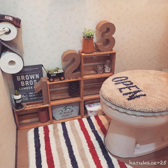 トイレ収納にも使える飾り棚のアイデア