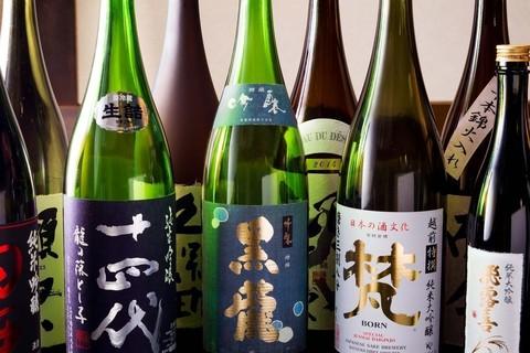 おすすめの日本酒40種類が土曜限定1,990円で飲み放題に!