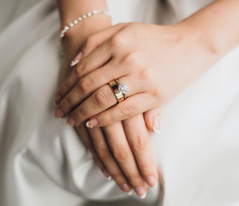 手相から見る結婚。恋愛の結末を意味する結婚線とは?