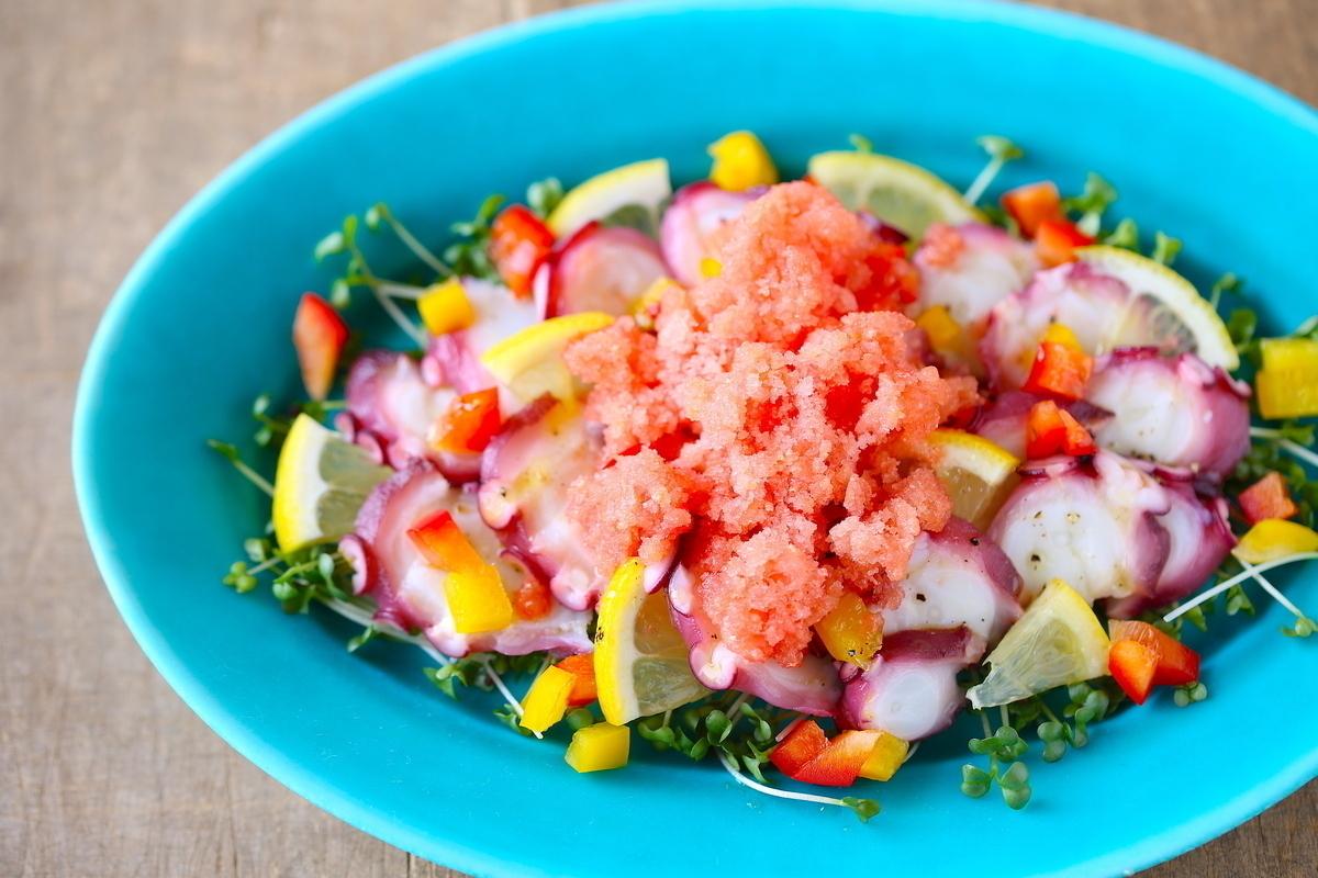 旬のトマトは冷凍せよ! 冷凍トマトで作る夏のひんやりレシピ3選