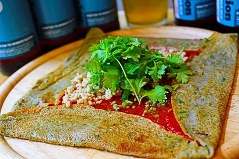 蕎麦×パクチーの限定メニューをグルテンフリーバルで味わう