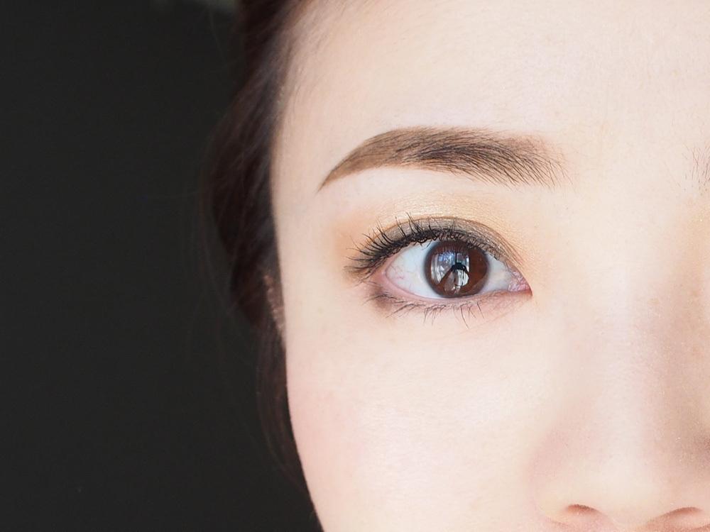 先に描くのは「眉山〜眉尻」。眉メイクのやり方〜基本編
