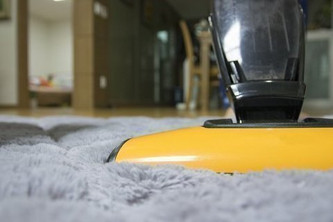カーペットやラグを綺麗に保つ掃除方法~少しの工夫でラクになる家事テク~