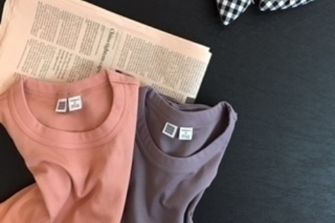 """Uniqlo UのTシャツが大人上品。""""きれい色""""がおすすめです"""
