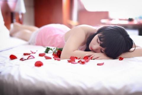 """""""極上肌""""の皮膚科医が教える、潤い肌をつくる睡眠のとり方"""