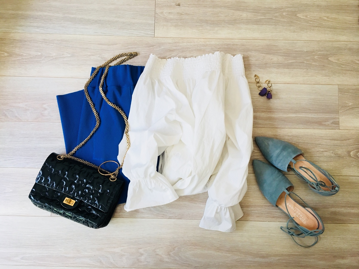 LOWRYS FARM青スカートと白ブラウスの大人コーデ