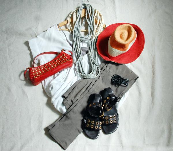 PRADAのバッグと靴がアクセント。初夏の週末華やぎコーデ