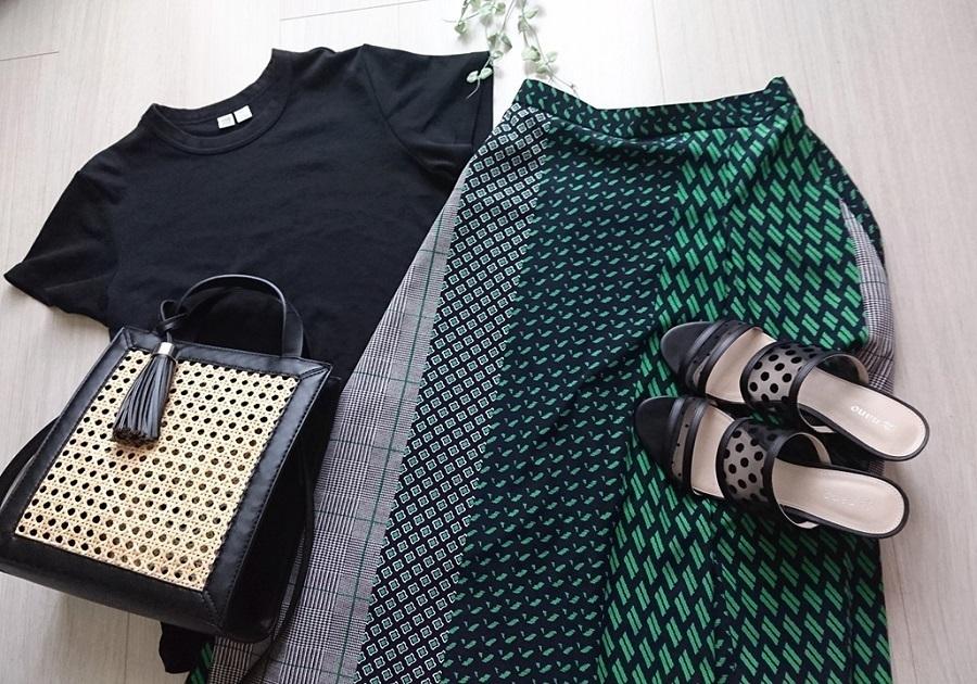夏に穿きたいプリントスカート。おしゃれに見せるトップス選びのコツ4つ