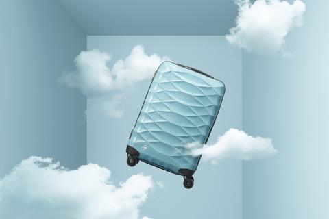 わずか1.7キロ。小指で持ち上がる軽さが魅力の「プロテカ」史上最軽量スーツケース発売