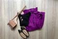 ロングスカートは華やか色がおすすめ。ベーシックトップスと合わせるだけでキマります