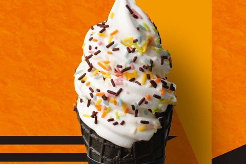 BAKE CHEESE TARTのソフトクリームがハロウィンバージョンに