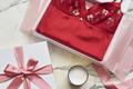 「平成最後のクリスマス」のマストバイアイテム!? 赤ランジェリーが続々発売に