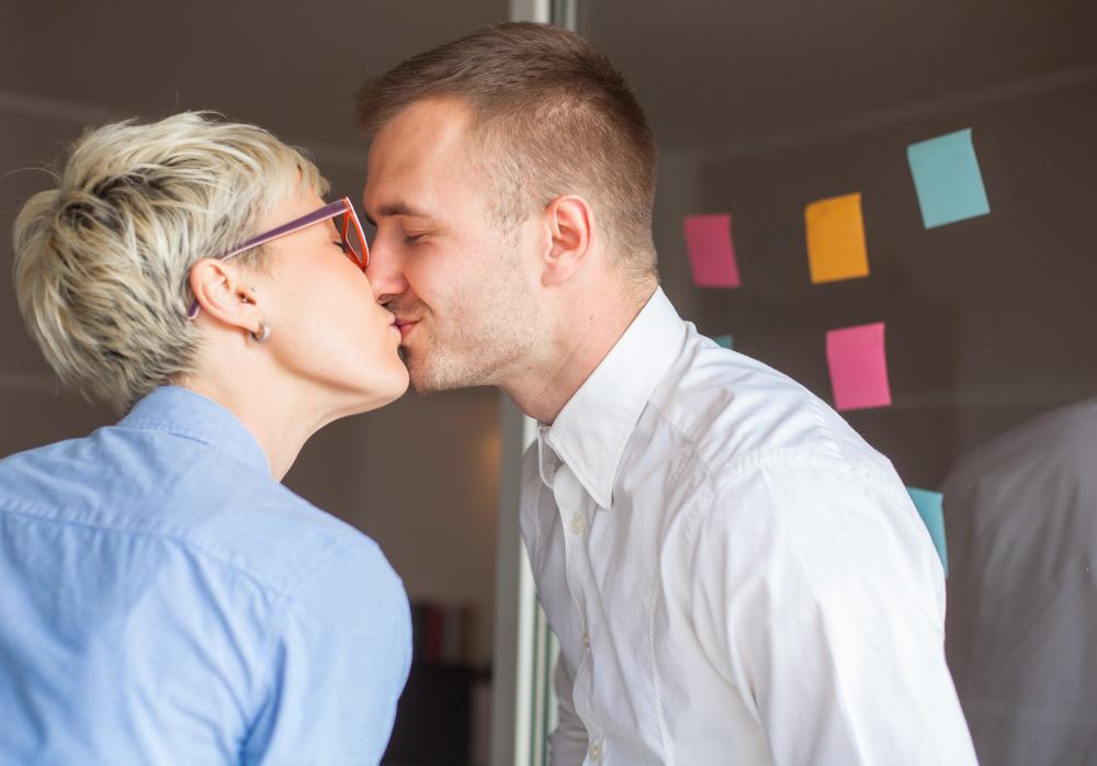 職場でのキス