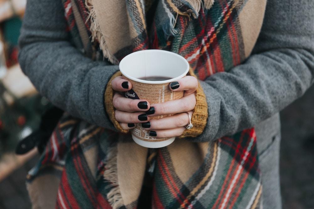 デート中なのに寒い…!上着が無くても出来るレストラン(カフェ)の冷房対策まとめ