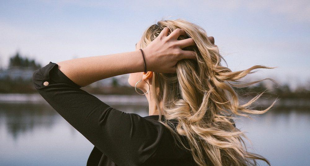 【大人向け】安いシャンプー&トリートメントで髪のパサつきを治す方法