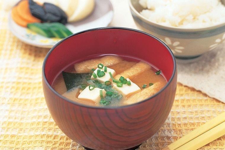 【レシピ】だし香る豆腐とわかめの味噌汁